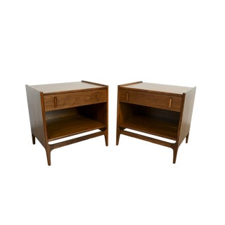 1960s Mid Century Modern Richard Thompson for Glenn of California Walnut Nightstands - a Pair For Sale