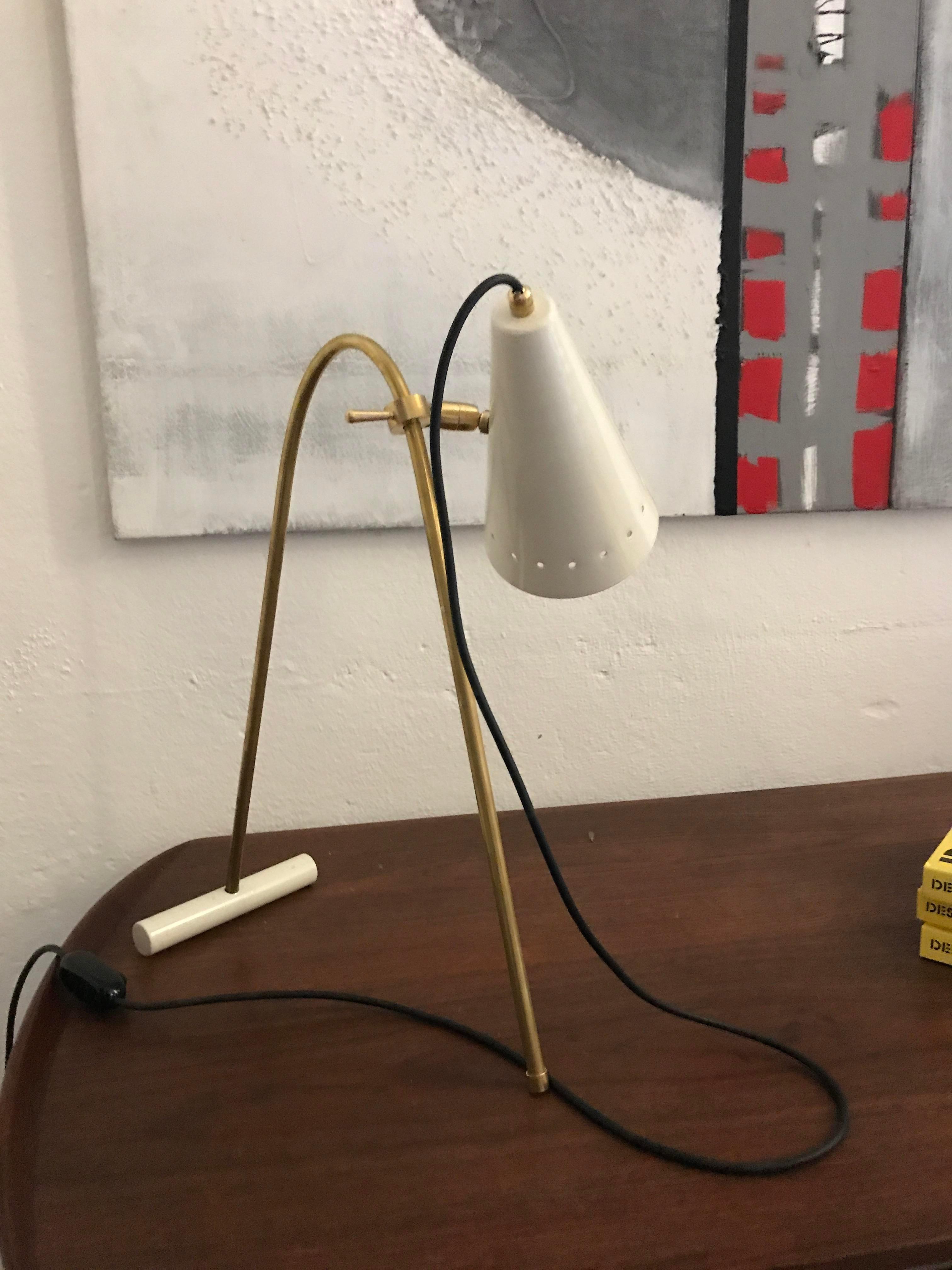 Merveilleux Brass 1960 Stilnovo Style Italian Table Lamp For Sale   Image 7 Of 9