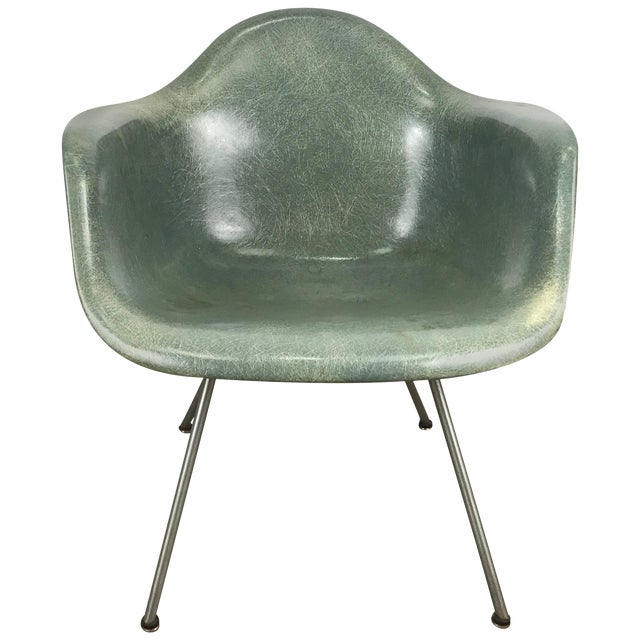 Classic Modernist Charles and Ray Eames Arm Shell Lounge Chair Zenith For Sale