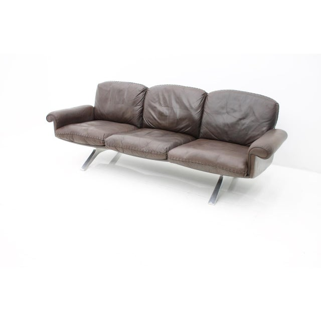 1970s De Sede Leather Sofa Ds 31 With Chrome Base, Switzerland, 1970s For Sale - Image 5 of 9