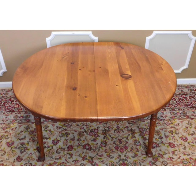 Classic Colonial Style Knotty Pine Oval Dining Table For Sale - Image 4 of 10