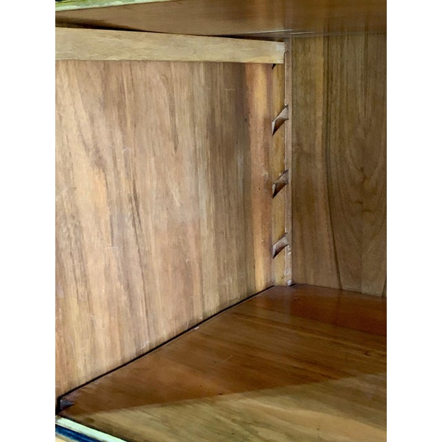 Brown Tomaso Buzzi Burr Walnut Display Cabinets Bookcases, Italy, circa 1929 - A Pair For Sale - Image 8 of 12