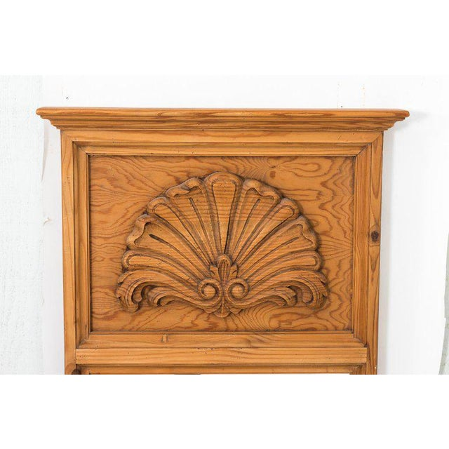 Late 20th Century 20th Century French Pine Chest of Drawers With Carved Scallop Shell Mirror For Sale - Image 5 of 13