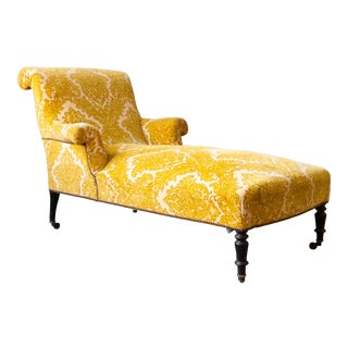 French 19th Century Scrolled Back Chaise Lounge in Patterned Gold Velvet For Sale