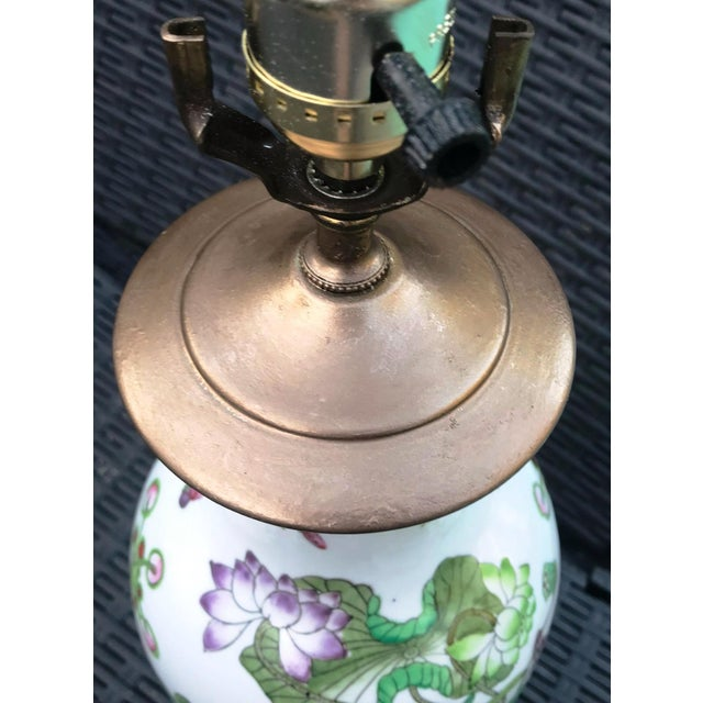 Vintage Chinoiserie Lotus & Butterflies Scene Ginger Jar Lamp - Image 3 of 7