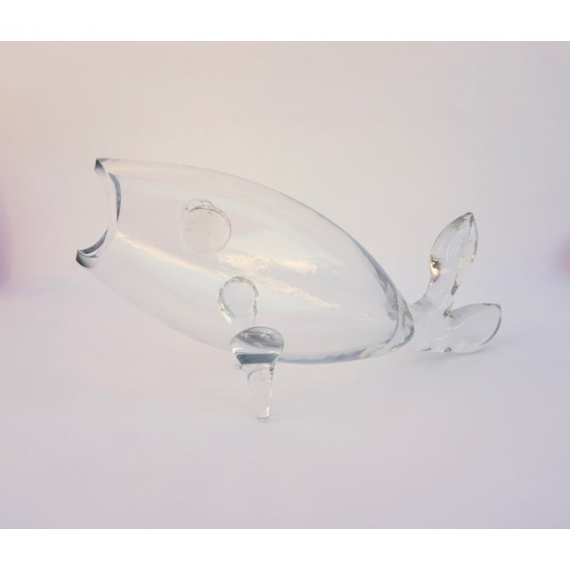 Blenko  • Winslow Anderson #971 Art Glass Figural Fish Vase    Large Clear Blown Glass Terrarium    Collectible Mid-Century Display Décor For Sale - Image 13 of 13