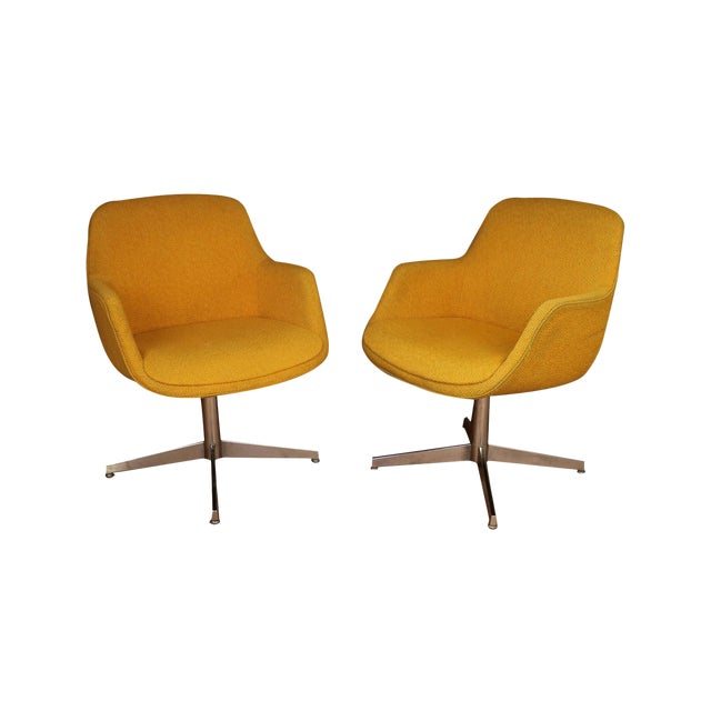 Yellow Gold Pair Mid Century Swivel Barrel Chairs Steelcase For Sale