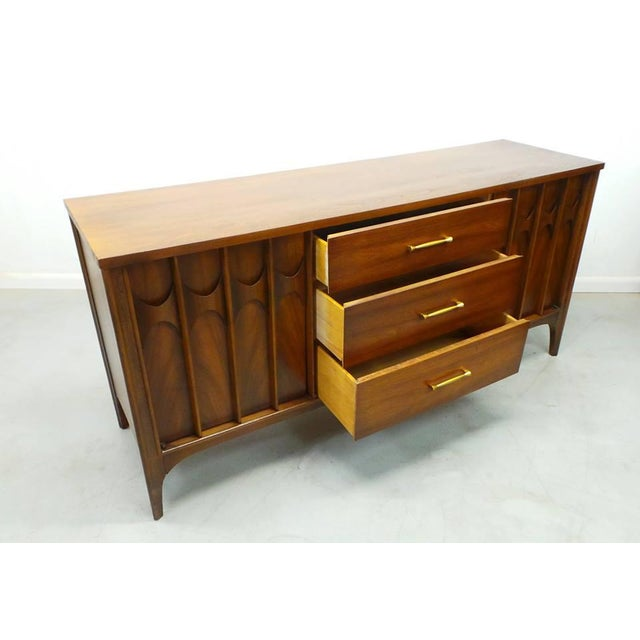 Kent Coffey 1960's Mid Century Modern Kent Coffey Perspecta Walnut Credenza For Sale - Image 4 of 9