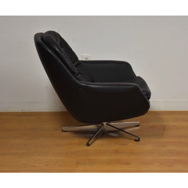 Mid-Century Modern Black & Chrome Mid Century Lounge Chair For Sale - Image 3 of 9