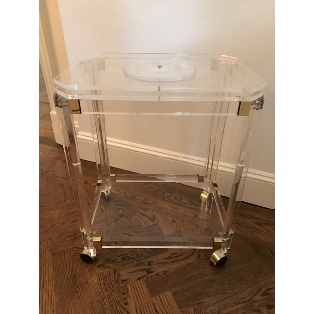Vintage Lucite and Brass Bar Cart with Swivel Top For Sale In New York - Image 6 of 11