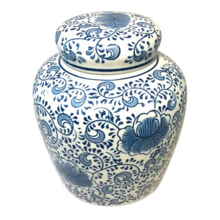 Vintage Chinese Asian Blue and White Ginger Jar For Sale