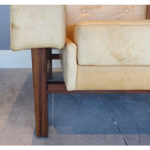 """White 1960s Sergio Rodrigues """"Navona"""" Club Chairs in Jacaranda and Leather - A Pair For Sale - Image 8 of 10"""