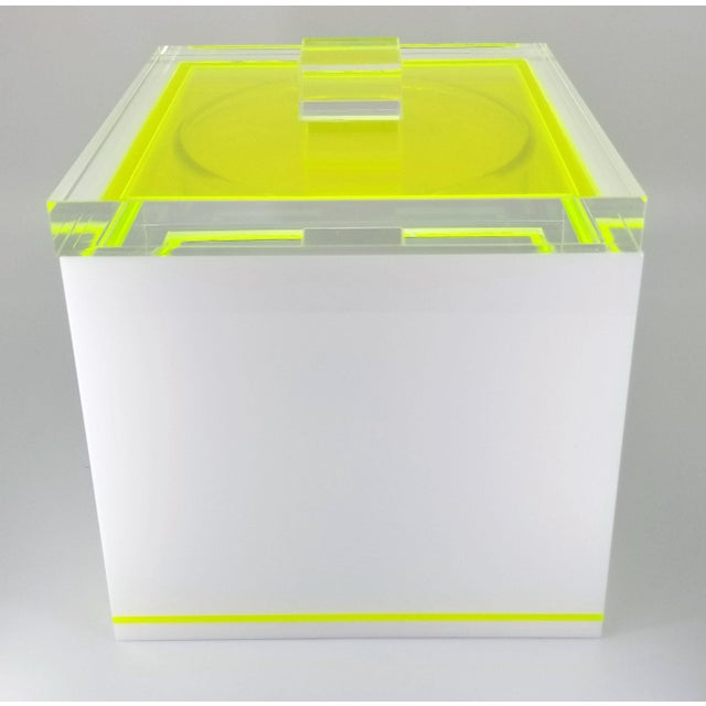 Mid-Century Modern Tinsley Mortimer Fluorescent Neon Yellow and White Lucite Ice Bucket With Lid - Contemporary For Sale - Image 3 of 13