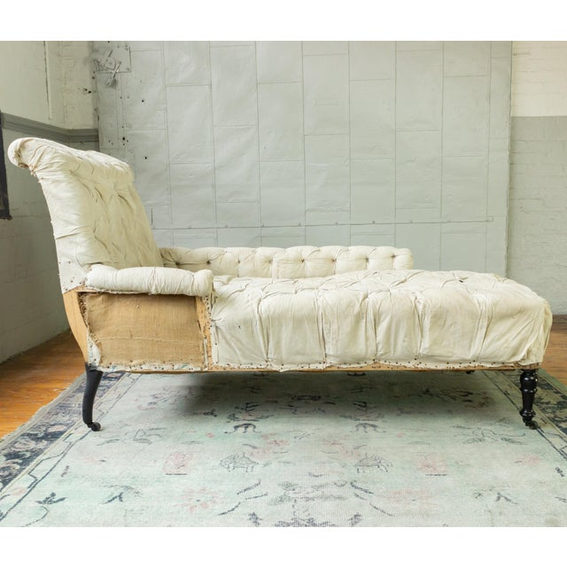 French 19th Century Napoleon III Tufted Chaise Longue With One Long Arm For Sale - Image 9 of 10