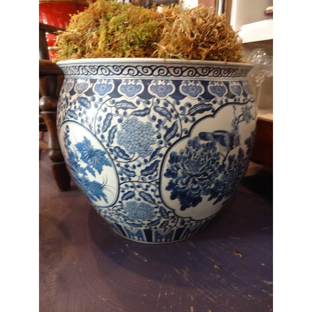 Large Chinese Blue and White Fish Bowls / Planters - a Pair For Sale In Tampa - Image 6 of 8