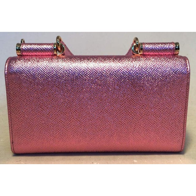 2010s Nwot Dolce and Gabbana Pink Sicily Von Wallet Cell Phone Clutch Purse For Sale - Image 5 of 10