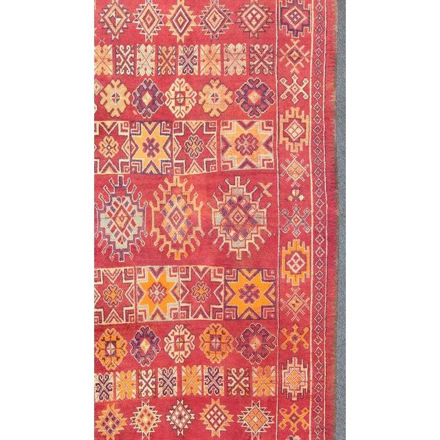 Keivan Woven Arts, S12-0410, Vintage Mid-Century Moroccan Rug - 5′4″ × 10′ For Sale - Image 4 of 10