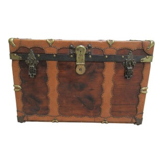 1930s Traditional Hilton Hughes & Company New York Steamer Trunk For Sale