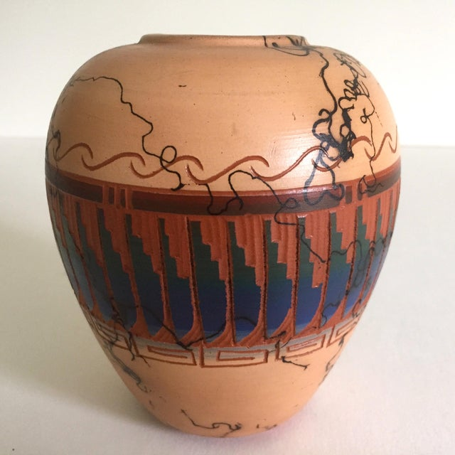 Vintage Navajo Native American Signed Horse Hair Etched Hand Painted Pottery Vase For Sale - Image 5 of 8