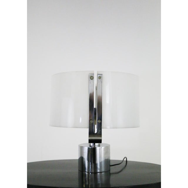 1970s 70s Table Lamp in Plexiglass and Chrome Steel Jacques Quinet For Sale - Image 5 of 8