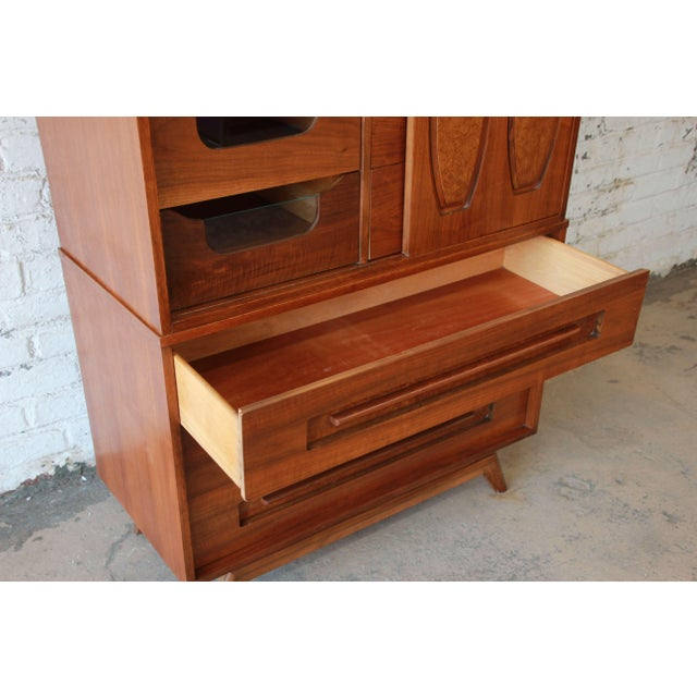 Brown Young Manufacturing Mid-Century Modern 9-Drawer Gentleman's Chest For Sale - Image 8 of 10