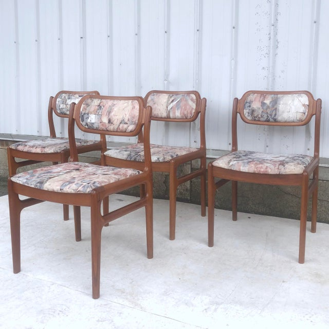 Wood Mid-Century Modern Sculpted Teak Dining Chairs- Set of Four For Sale - Image 7 of 13