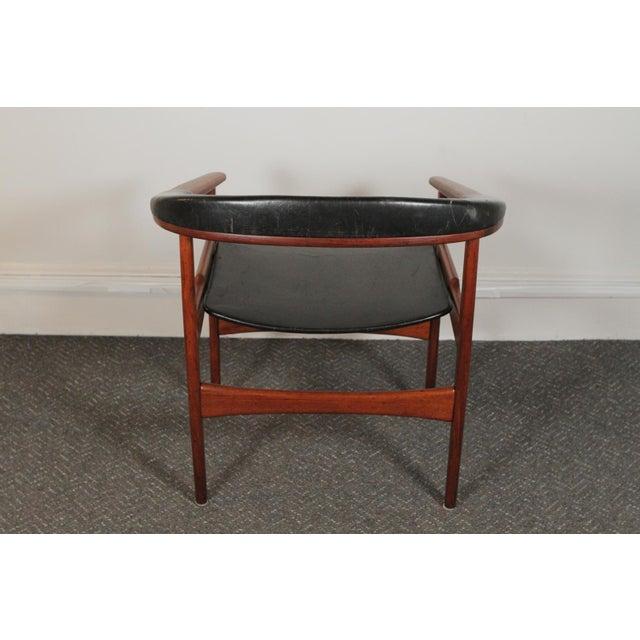 Danish Modern 1950s Vintage Arne Hovmand-Olsen for Jutex Teak and Leather Rounded-Back Chair For Sale - Image 3 of 12