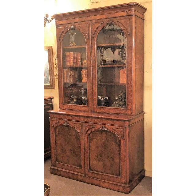 Late 19th Century Antique English Victorian Burled Walnut Bibliotheque, Circa 1880. For Sale - Image 5 of 5