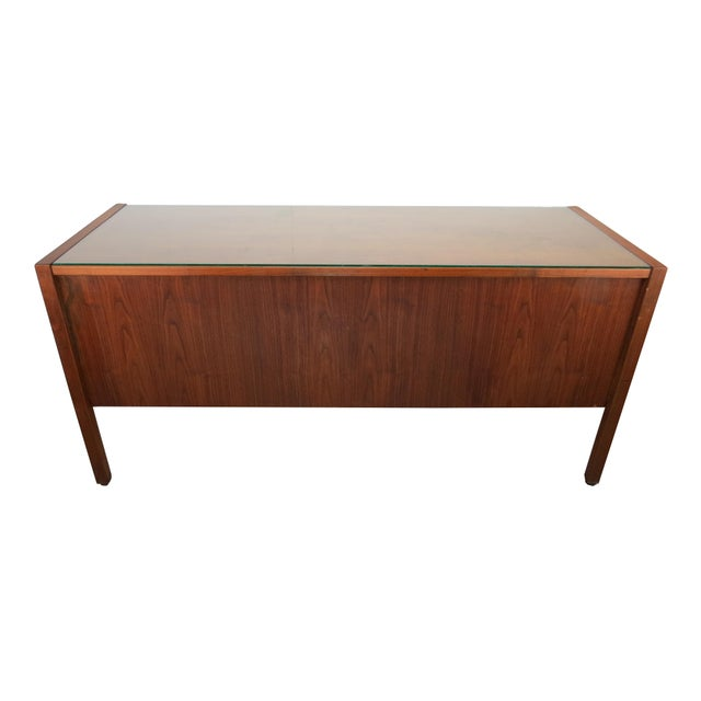 1950s Scandinavian Modern Jens Risom Walnut and Glass 5-Drawer Credenza For Sale - Image 12 of 13