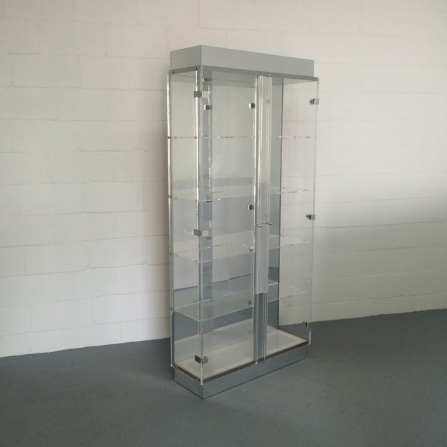 Mid-Century Modern Lucite and Chrome Lighted Curio Display Cabinet For Sale - Image 3 of 9