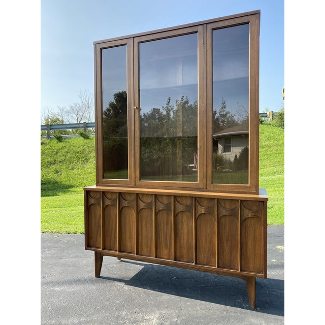 This hutch is solid and in beautiful condition for its age. Great way to display your precious unique items and accent...