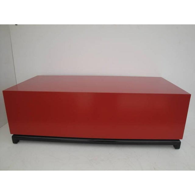 1960s Asian Red Lacquered and Brass Coffee Table/Storage Chest For Sale In Los Angeles - Image 6 of 11