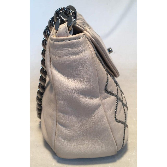 2010s Chanel Beige Leather Gunmetal Chain Quilted Classic Flap Shoulder Bag For Sale - Image 5 of 13