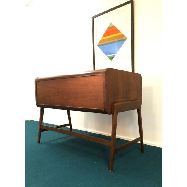 Mid-Century Sligh Lowry Walnut Roll Top Desk For Sale - Image 5 of 7