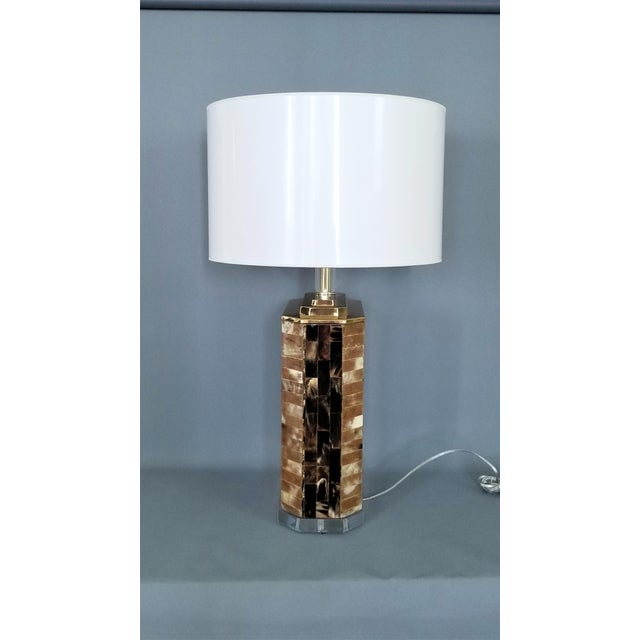 Vintage Tessellated Horn and Lucite Brass Table Lamp For Sale - Image 11 of 13