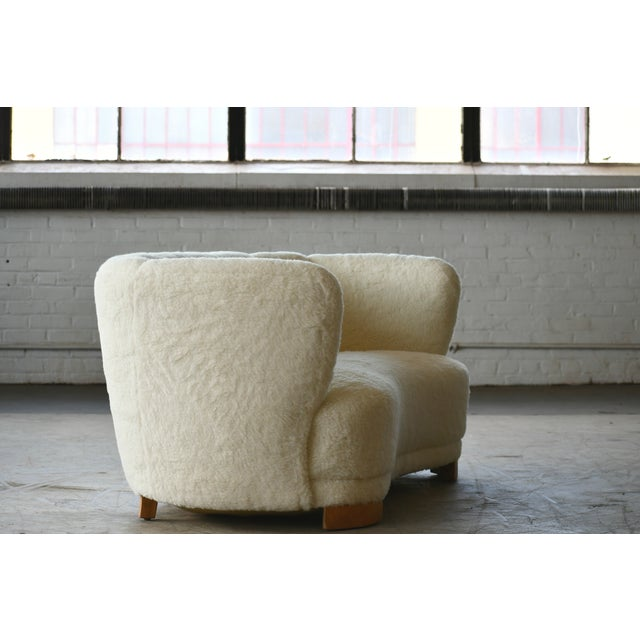 Danish 1940s Curved Banana Shape Sofa in Lambswool in the Style of Viggo Boesen For Sale In New York - Image 6 of 11