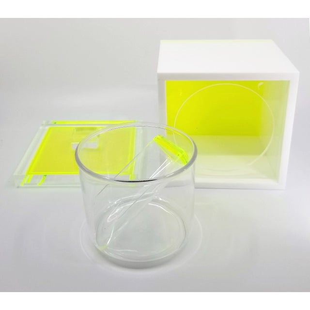 2000 - 2009 Tinsley Mortimer Fluorescent Neon Yellow and White Lucite Ice Bucket With Lid - Contemporary For Sale - Image 5 of 13