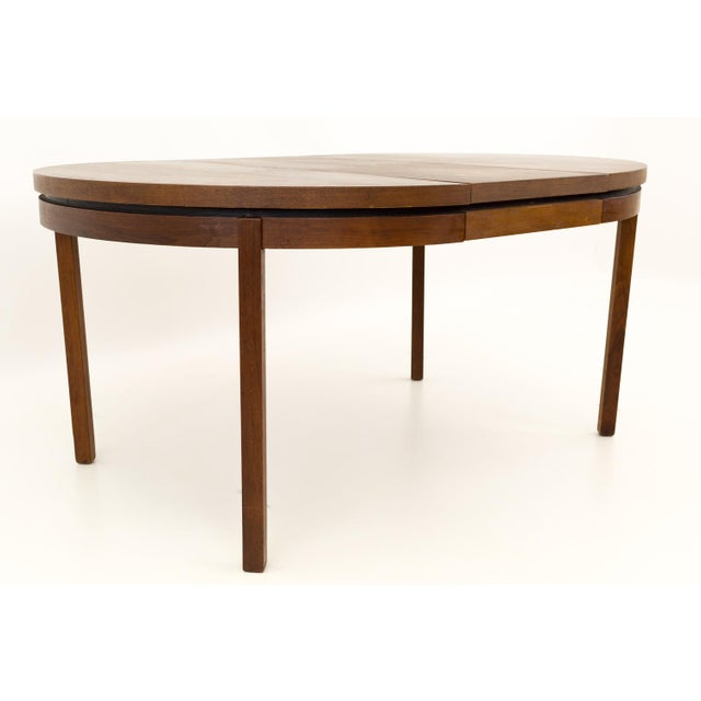Mid Century Modern Milo Baughman for Dillingham Esprit Round Dining Table For Sale In Chicago - Image 6 of 13