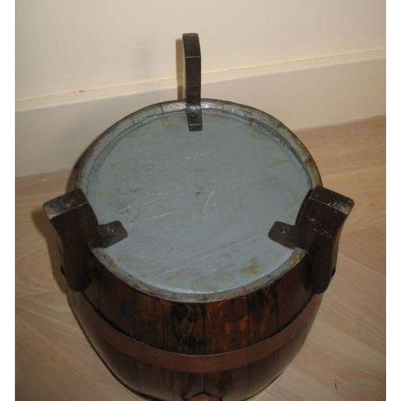 English Traditional Early 19th Century Copper Banded Oak Barrel For Sale - Image 3 of 3