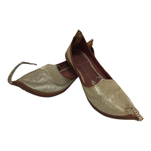 Middle Eastern Arabian Turkish Leather Shoes With Gold Embroidered Curled Toe For Sale