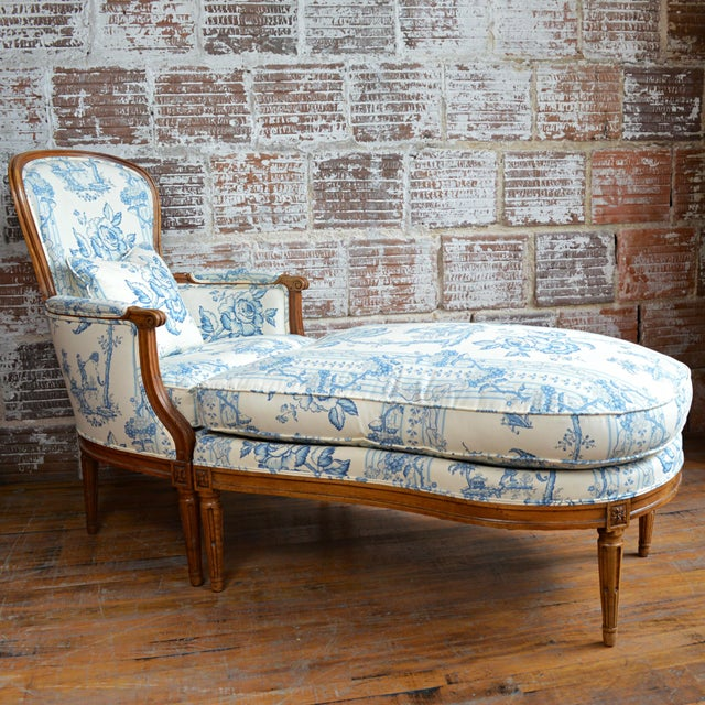 A circa 1775 fine French Provincial walnut Louis XVI duchesse brisée of two shaped parts featuring an arched back, fluted...