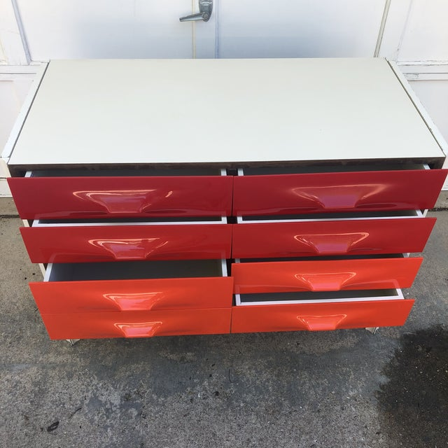 Raymond Loewy Red and White Space Age Df2000 Dresser For Sale - Image 6 of 13