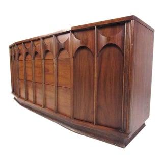 Mid-Century Walnut Broyhill Style Dresser For Sale
