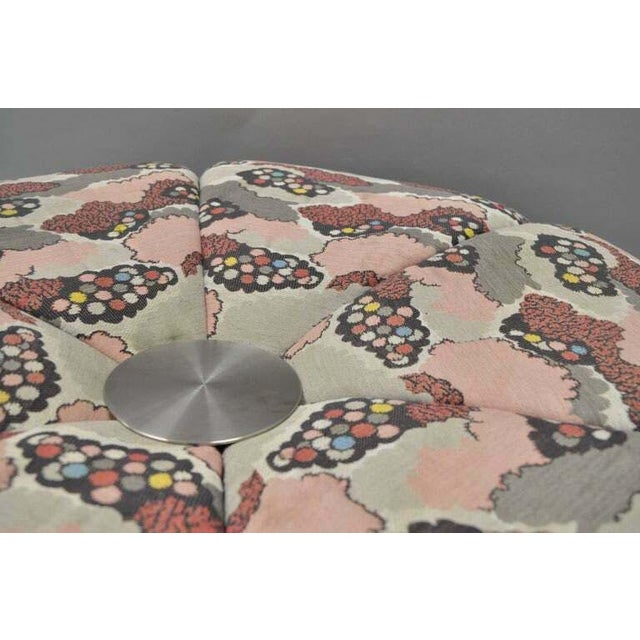 1970s Mid Century Modern Round Pink Tufted Chrome Base Souffle Pouf Ottoman For Sale - Image 5 of 9