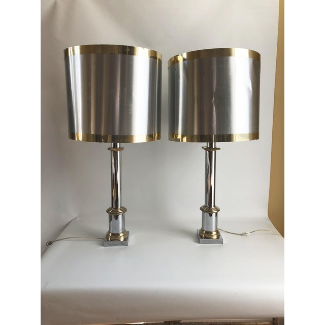 Pair of 1970s Modernist chrome and brass plated cylindrical sleek and stylish table lamps with original large aluminum...