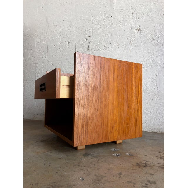 Vintage Mid Century Modern Danish Nightstand. For Sale In Miami - Image 6 of 10