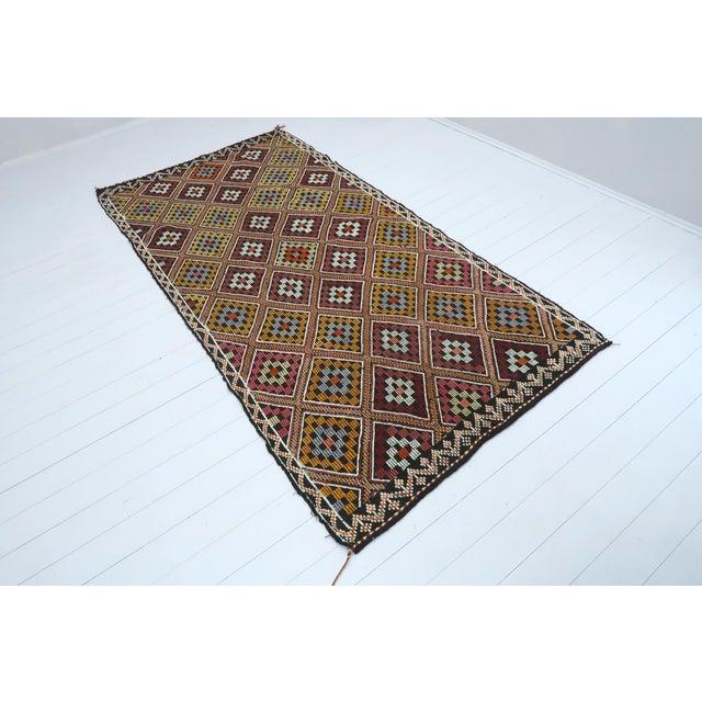 Art Deco Vintage Turkish Antalya Embroidered Kilim Rug- 4′8″ × 9′7″ For Sale - Image 3 of 13