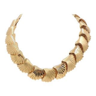 Monet Scalloped Necklace, 1984 For Sale