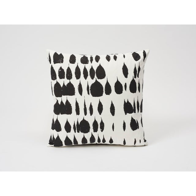 Abstract Schumacher Double-Sided Pillow in Queen of Spain Print For Sale - Image 3 of 9