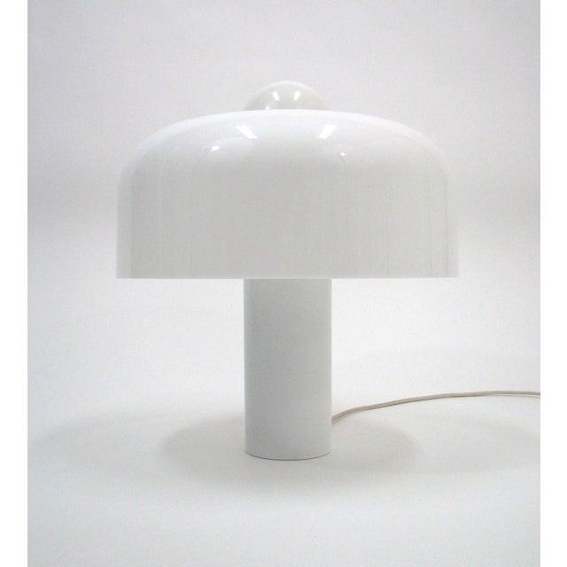 A rare all-white Brumbury table lamp designed by Luigi Massoni for Harvey Guzzini. Four-light sources: top globe bulb...